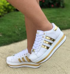 Cute Sneakers, Gucci Sneakers, Dress With Sneakers, Shoes Sneakers, Sneakers Fashion Outfits, Fashion Shoes, Basket Style, Adidas Shoes Women, Baskets
