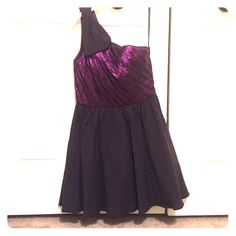 Purple one-shoulder dress Gorgeous purple dress with a bow on the strap. Perfect for a special occasion or a night out! Ark & Co Dresses One Shoulder