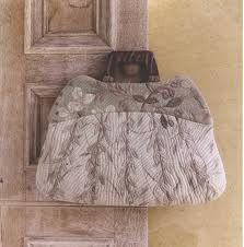 yoko saito - Olive Handbag in Strolling Alomg Paths of Green Japanese Patchwork, Japanese Bag, Japanese Quilts, Patchwork Bags, Quilted Bag, Japanese Style, Yoko Saito, Place Mats Quilted, Frame Purse