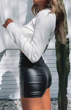 Stasia Zip Shorts Black PU – Beginning Boutique Sexy Outfits, Short Outfits, Cool Outfits, Fashion Outfits, Beach Outfits, Trendy Outfits, Leder Shorts Outfit, Leather Look Shorts, Estilo Kylie Jenner