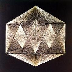 Figura geométrica realizada con la técnica de hilorama.