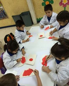 Desarrollando nuestra creatividad con tempera y reforzando el color rojo Niños y niñas del.           Pre- kinder C