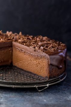 Ultimate Chocolate Cheesecake – The Best Chocolate Cheesecake Recipe Rich, creamy, and supremely flavorful, this is the ULTIMATE Chocolate Cheesecake! It's so easy to make and freezer friendly! Best Chocolate Cheesecake, Chocolate Desserts, Chocolate Chocolate, Just Desserts, Delicious Desserts, Dessert Recipes, Food Cakes, Cupcake Cakes, Homemade Chocolate