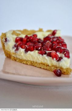 White chocolate tart with pomegranate Köstliche Desserts, Delicious Desserts, Gourmet Cooking, Cooking Recipes, Sweet Recipes, Cake Recipes, Artisan Food, Pudding Cake, Polish Recipes