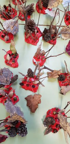 Escultures de la tardor Ballet Flats Outfit, Lace Up Ballet Flats, Christmas Wreaths, Christmas Crafts, Early Explorers, Forest School, Fall Crafts, Barn, Nursery