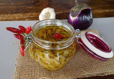 Melanzane sott'olio alla siciliana senza cottura ricetta facile perchè non c'è bisogno di sbollentarle e sono veramente deliziose da gustare come bruschetta o antipasto