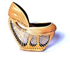 Tendo uma tribo indígena brasileira Yanomami como referência, o designer Breno Cintra desenvolveu um par de sapatos de madeira que integram influências culturais de seus rituais diários.