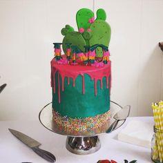 Teal and Fusia cake