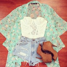 I think I'm obsessed with floral kimono cardigans. Love how it looks with the lace crop top and the high-waisted cut-off jean shorts.