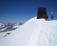 Zumsteinspitze and Signalkuppe: on the summit of Signalkuppe with Rifugio Regina Margherita