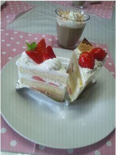 Strawberries & Cream & Coca! ❤