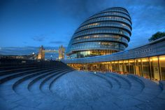 London City Hall. Door communitylid BertBeckers - NG FotoCommunity ©