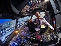 Selfies from the Flight Deck with For more fun from. Airplane Wallpaper, Pilot Uniform, Becoming A Pilot, Airline Pilot, Airplane Photography, Female Pilot, International Airlines, Sistema Solar, Flight Deck