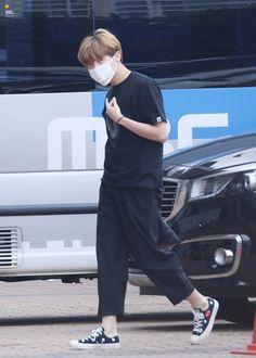 My hoopeeeeee my loveee Bts Airport, Airport Style, Airport Fashion, Gwangju, Jungkook Jimin, Taehyung, Namjin, Jung Hoseok, J Hope Smile