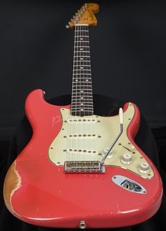 Here we have an absolutely mind blowing Custom Shop John Cruz Masterbuilt Strat, this beautiful 61 Strat absolutley sings and would be a worthy addition! Fender Relic, Fender Stratocaster, Fender Guitars, Vintage Electric Guitars, Cool Electric Guitars, Vintage Guitars, Stuart Manning, Guitar Rig, Musica