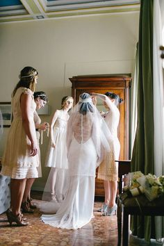 getting ready  Photography by carmenandingo.com