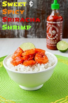 Sweet and Spicy Sriracha Shrimp - a quick shrimp stir-fry with a honey-garlic-lime sauce. Can you handle the heat? Siracha Shrimp, Honey Shrimp, Shrimp Dishes, Shrimp Recipes, Fish Recipes, Asian Recipes, Healthy Low Calorie Meals, Healthy Eats, Healthy Recipes