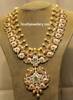 Peacock Mango haram with Uncut Diamonds Antique Jewellery Designs, Gold Jewellery Design, Gold Jewelry, Jewelery, Mango Necklace, Gold Necklace, Gold Choker, Diamond Necklaces, Diamond Jewellery