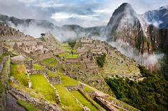 Boomer travel tips for a luxury Machu Picchu trip in Peru. Discover two luxury hotels, a luxurious train ride and the beautiful UNESCO World Heritage Site. Machu Picchu Travel, Peru Image, Peru Travel, Exotic Places, World Heritage Sites, Bingo, Wonders Of The World, Adventure Travel, Reign Bash