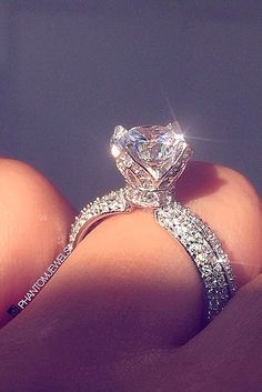 Flower Engagement Ring Set in White Gold with embellishments on the band