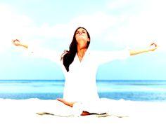 LA MEDITACIÓN, LA PRIMERA Y LA ÚLTIMA LIBERTAD Este libro de Osho que recomendamos hoy es un manual para la práctica de la meditación. En él la meditación se convierte en algo sencillo, corriente, y es el componenete natural de un estilo de vida contemporáneo cada vez más esencial. Un gran clásico que incluye más de sesenta prácticas meditativas que explican cómo calmar la mente, cómo parender a hacer de esta inestimable biocomputadora nuestra mejor amiga. Tai Chi, Pilates, Natural, Yoga At Home, Political Freedom, Simple, Lifestyle, Pop Pilates, Nature