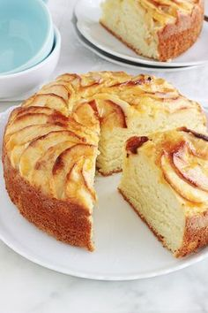 Gâteau au yaourt aux pommes extra moelleux, facile Yummy apple cake with yoghurt, melting and smooth. It's the classic yoghurt cake recipe in which apples are added. Easy Cake Recipes, Apple Recipes, Sweet Recipes, Dessert Recipes, No Cook Desserts, No Cook Meals, Delicious Desserts, Kolaci I Torte, Yogurt Cake