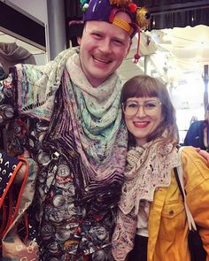 My loveliest moment yesterday at #eyf: meeting @westknits again after such a long time; it was so good to see you again and talk to you in person Stephen ☺️🤗🤗🤗 ••• #knitlove  #knitter #knittingfriendsarethebestfriends #knitting #nevernotknitting #Stricken #yarnfestival #wollfest #edinyarnfest #edinyarnfest2018 #eyf #handdyedyarn #knitallthethings #knitnight #rainbow #specklesaresohotrightnow #instaknit #knittersofinstagram #knitstagram #edinburgh #edinburghfestival #fringesupplyco…