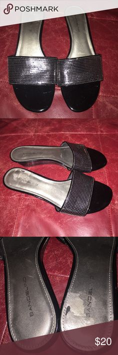 Bandelino Goldenkey Slide ins Full black Bandolino sliding in great condition FLAWS ***right shoe has small peeling spot on the inner heel area see photos. Other than that these shoes are in Great condition Bandolino Shoes Sandals
