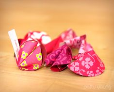 How to make fabric fortune cookies . . . great wedding/party favor or Valentine's Day gift.