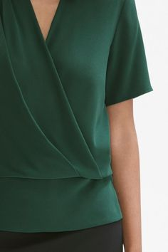 With all the comforts of your favorite T-shirt but the intricacies of a delicate blouse, the Dani top is a true staple. Blouse Styles, Blouse Designs, Formal Tops, Sewing Blouses, Tango Dress, Designs For Dresses, Blouse And Skirt, Dressy Dresses, Clothing Hacks