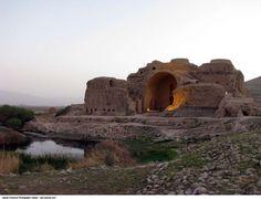 Image from http://fouman.com/Y/Image/History/Sassanid_Firouzabad_Ardeshir_Castle.jpg.
