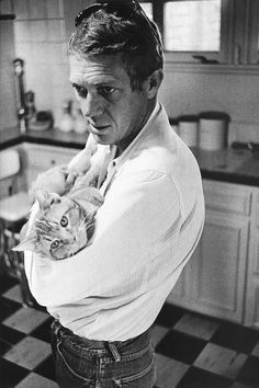 Steve McQueen with his family cat, Kitty Cat; 1963. Photo by William Claxton.