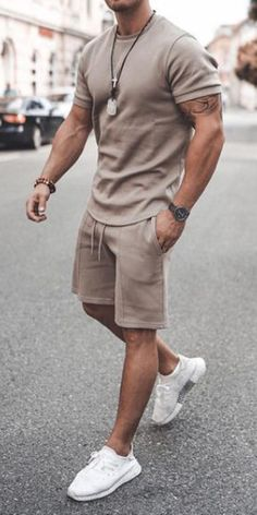 Outfits Discover Mens casual round neck short sleeve T-shirt sports suit Summer Outfits Men, Stylish Mens Outfits, Summer Men, Casual Wear For Men, Smart Outfit, Suit Fashion, Mens Fashion, Mens College Fashion, Herren Outfit