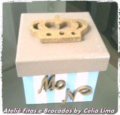 Caixa Para lembrancinha de recém nascido com coroa e letras do nome. Face: Celia Lima, Ateliê Fitas e Brocados ou no google Célia Lima