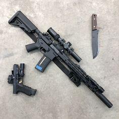 RAE Magazine Speedloaders will save you! Weapons Guns, Airsoft Guns, Guns And Ammo, Rifles, Gun Vault, Battle Rifle, Custom Guns, Assault Rifle, Cool Guns