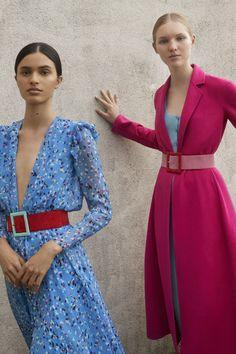 The complete Carolina Herrera Resort 2018 fashion show now on Vogue Runway. Fashion 2018, Fashion Week, Look Fashion, Runway Fashion, Fashion Design, Fashion Trends, Milan Fashion, Street Fashion, Luxury Fashion