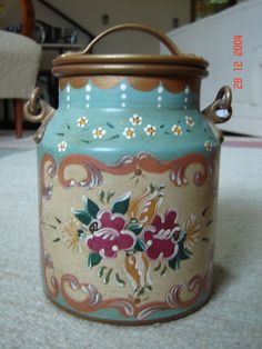 . Tole Decorative Paintings, Tole Painting, Painting On Wood, Decorative Panels, Decorative Boxes, Painted Milk Cans, Vintage Milk Can, Old Milk Cans, Shabby Chic Art