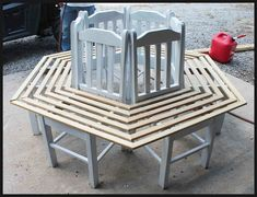 He puts kitchen chairs in a circle. This backyard idea is INCREDIBLE! tree bench made from kitchen chairs, diy, outdoor furniture, repurposing upcycling, woodworking projects Diy Outdoor Furniture, Repurposed Furniture, Diy Furniture, Outdoor Decor, Modern Furniture, Furniture Stores, Kitchen Furniture, Outdoor Dining, Luxury Furniture