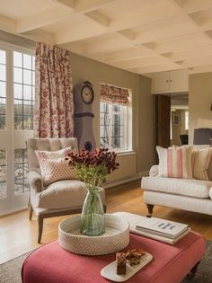 Country Cottage Living Room, Cottage Shabby Chic, Country Cottage Interiors, Living Room Red, Style Cottage Anglais, Salons Cottage, Living Room Designs, Interior Design, Decoration