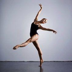 Dancer: @ninatonoli Photo: @ronnieboehm Lovely picture! :) #ballet #ballerina #balletfriends #ninatonoli