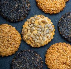 Sajtos keksz sokféle maggal Savory Pastry, Eat Pray Love, Salty Snacks, Winter Food, Tej, Rolls, Sweets, Cookies, Baking