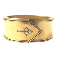 C.1880 Victorian 15kt gold buckle bangle with dainty cluster button design comprised of three natural seed pearls.
