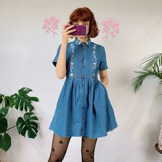 Adorable Vintage Denim Dress and Print Tights Retro Outfits, Vintage Outfits, Cool Outfits, Casual Outfits, Vintage Fashion, Vintage Inspired Dresses, Cute Fashion, Look Fashion, Fashion Outfits