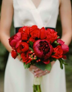Red peonies bouquet, http://www.SuzannesCatering.com