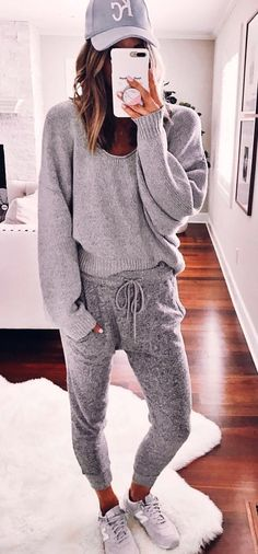 #fall #outfits  gray sweat shirt and jogging pant