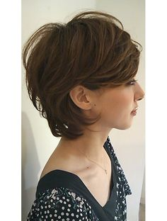 Growing out a pixie cut Concave Bob Hairstyles, Cool Hairstyles, Short Layered Haircuts, Short Hair Cuts, Medium Hair Styles, Short Hair Styles, Natural Hair Styles, Medium Length Curls, Rides Front
