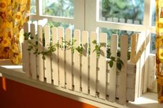 Picket Fence Garden Planter Made with Paint Stir Sticks You don't need a backyard to grow fresh herbs. This picket fence planter box turns windows and balconies into personal Picket Fence Garden, Diy Fence, Garden Fencing, Picket Fences, Fence Ideas, Fence Planters, Diy Planter Box, Diy Planters, Paint Stick Crafts