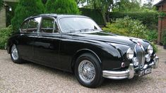 jaguar classic cars e type Jaguar S Type, Black Jaguar, Jaguar Cars, Classic Sports Cars, Best Classic Cars, Retro Cars, Vintage Cars, Carros Jaguar, Hot Rods