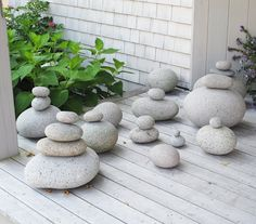 Maine Beach Rock Collection Decor Idea by Martha Stewart - Coastal Decor Ideas Interior Design DIY Shopping Pebble Stone, Pebble Art, Stone Art, Beach Rocks, Beach Stones, Zen Rock, Rock Art, Maine Beaches, Rock Sculpture