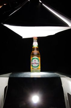 5 Different Setups To Nail A 2 Lights Product Shot - DIY Photography Food Photography Lighting, Glass Photography, Photography Lessons, Photo Lighting, Dark Photography, Still Life Photography, Photography Tutorials, Photography Backdrops, Children Photography